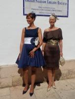 Twee prachtige dames willen wel poseren