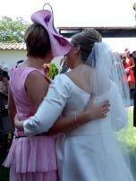 Bruid met vriendin. Love is in the air