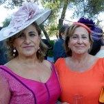 Moeder en tante van de bruid